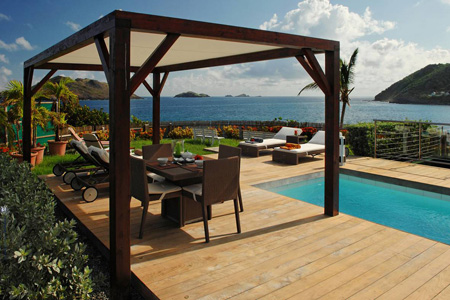 Villa Les Embruns outdoor table and view