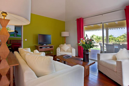The-living-room-in-the-Pelican-Suite