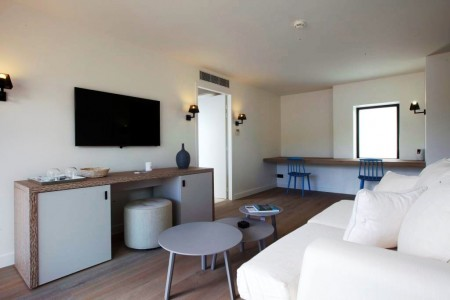 Taiwana Beach Front Suite with Jacuzzi living room 3
