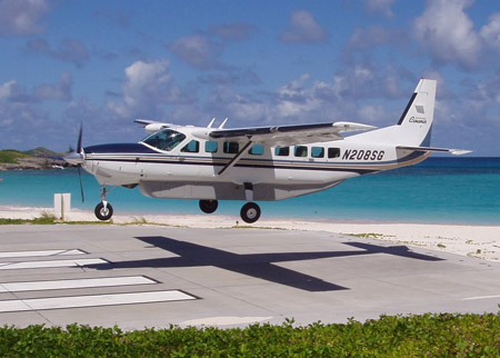 Tradewind Aviation Caravan landing in St Barth