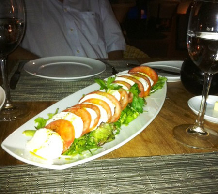 Taïno's tomato and mozzarella appetizer