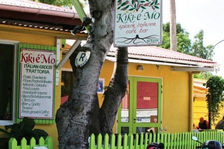 Kiki et Mo is located across from Nikki Beach